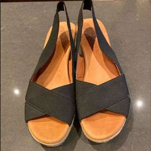 GENTLE SOULS - Kenneth Cole Kendal Platform Sandal
